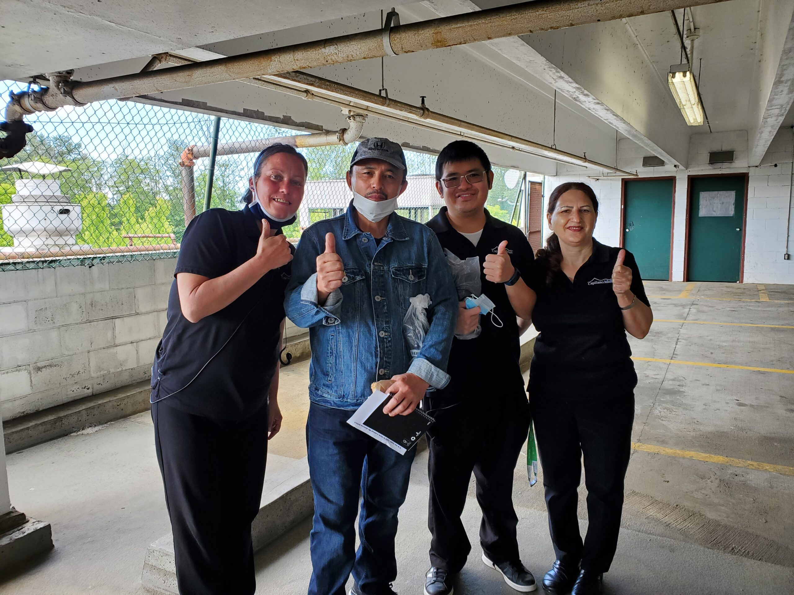 Dexterra workers at Capilano Mall win union
